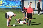 Fotbalisté petrovického Interu (v bílém) připravili Hnojníku první porážku v soutěži.