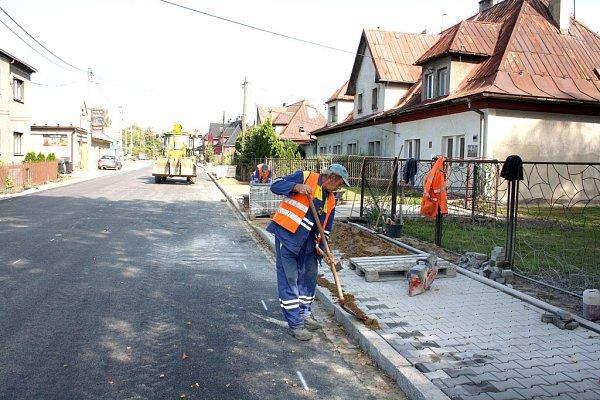 Oprava silnice vPetrovicích.