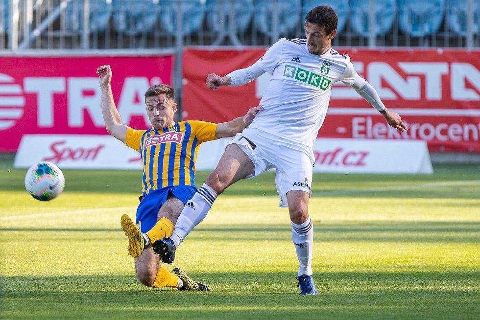 Ligové derby nepoznalo vítěze. Opava remizovala s Karvinou (v bílém) bez branek.