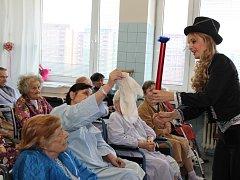 Kouzelné Vánoce vytvořila pacientům LDN v Orlové kouzelnice Radana Vozňáková.