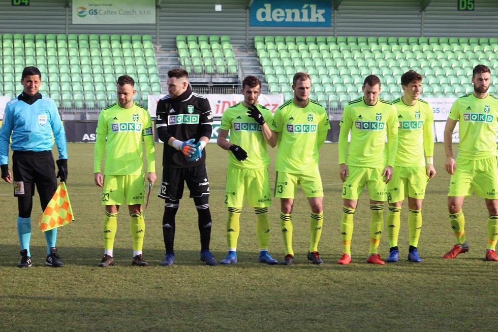 Generálka karvinských fotbalistů (v zelenkavém) proti Tychům 4:1.