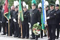 Sobotní Hornické slavnosti v Karviné zahájil tradiční pietní akt u sochy horníka na Univerzitním náměstí.