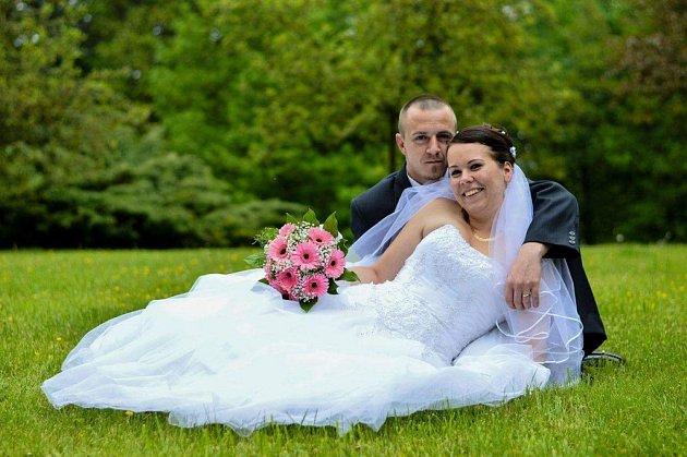 """Izabela a David Opatovi si řekli své """"ano"""" 20.května 2017na radnici vOrlové-Městě."""