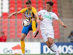 Vojtěch Smrž (v bílém) dal první ligový gól v kariéře.