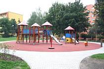 Hřiště jako z pohádky vyrostlo nedávno u domů na konci ulice Slovenská v Karviné-Hranicích. Na podobné atrakce se mohou těšit děti i v jiných částech tohoto sídliště.