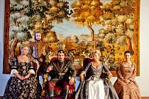 Oficiální promo fotky herců z pohádky Když draka bolí hlava v interiérech a exteriérech karvinského zámku.