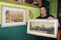 Barman David Wolf s obrazy malířů Baranových.