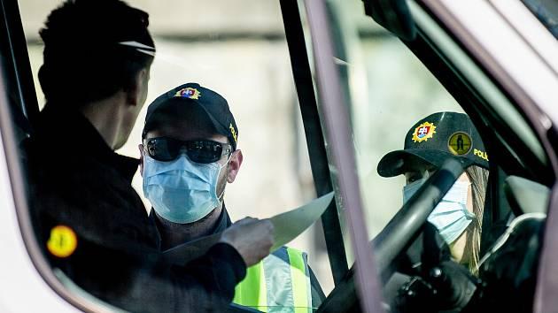 Poláci pracující na české straně hranice mají kvůli důkladným kontrolám na hranicích problémy.