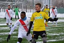 Michal Faško (ve žlutém) se zabydluje v Karviné.