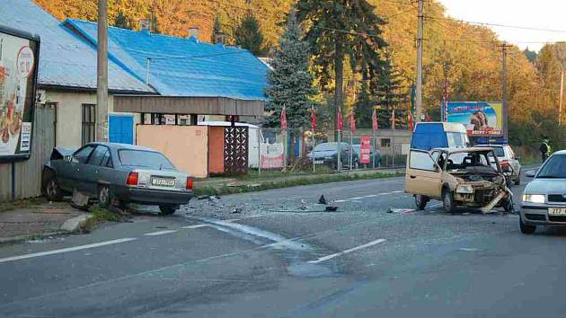 Nehoda dvou osobních automobilů v Chotěbuzi.