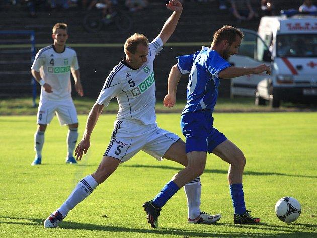 Druholigový zápas Karviná (v bílém) - Vlašim gól nenabídl.