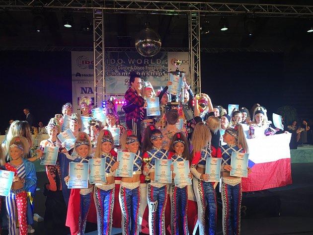 Malá skupina tanečníků od 8do 11let SuperKIDS získala světový titul!