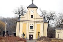 Šikmý kostel svatého Petra z Alkantary v Karviné-Dolech.