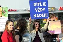 V pátek podvečer se v Havířově konal 2. ročník Pochodu pro život, tentokrát s mottem: aby každá žena věděla, že v tom nezůstane sama.