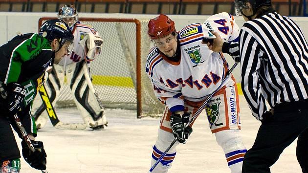 Na přelomu března a dubna se zpravidla hrávají poslední hokejové zápasy.