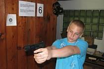 Střelecká soutěž školáků o pohár primátora ze vzduchovky a vzduchové pistole.
