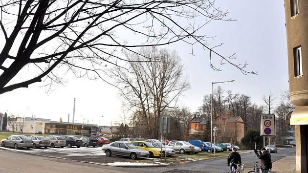 Prostor poblíž kruhového objezdu u supermarketu Billa v Bohumíně čeká proměna. Přibudou lavičky a zeleň.