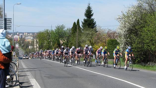 Mezinárodní závod žen v cyklistice Gracia Orlová. Průjezd Bludovickým kopcem v Havířově.
