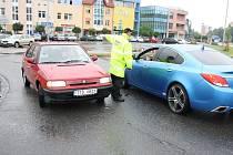 První den uzavírky průjezdu Orlovou vládl na silnicích chaos. Mírnit se ho snažili strážníci městské policie.