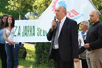 V Chotěbuzi se v sobotu konala demonstrace, kterou na podporu Jaroslava Šebesty, jenž konce, dubna střelil do hlavy muže, který zřejmě kradl na jeho pozemku, zorganizovali příznivci Dělnické strany.
