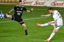 Lukáš Budínský (v bílém) dal Baníku vítězný gól.