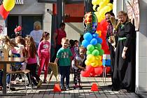 Pod záštitou Města Karviné připravila Regionální knihovna v Karviné zábavné dopoledne plné her a soutěží pro děti z karvinských školek a škol.