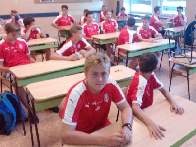 Studenti vlavicích.
