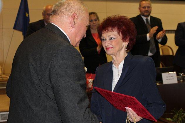 Letos vlednu převzala Halina Molinová jako první medaili Václava Olszaka.