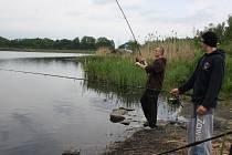 Na jezeru Nebesák v Horní Suché se konal třídenní rybářský maraton.
