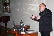 Záhadolog Arnošt Vašíček otevřel výstavu a prozradil i letošní plány.