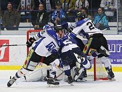 Havířovští hokejisté (v bílém) prohráli na ledě Kladna.