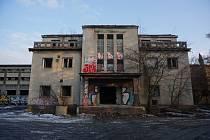 Budova bývalé úpravny vody ve Starém Bohumíně před demolicí.
