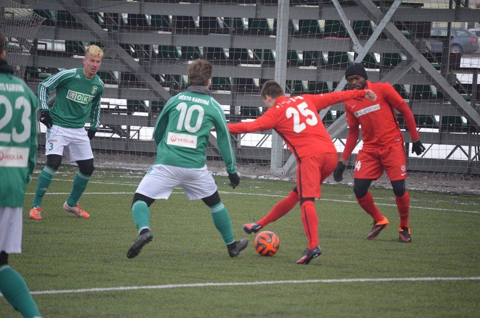 Fotbalová příprava Karviné (zelení) s Brnem.