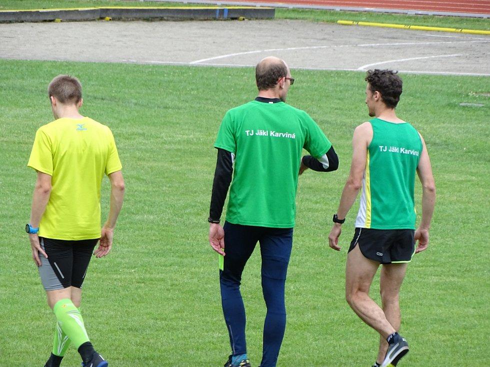 Atleti na druhém kole ligy družstev v Olomouci.