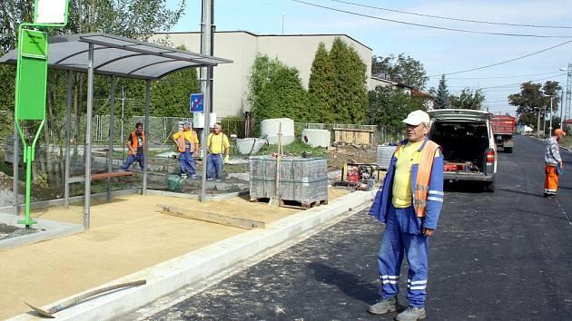 Oprava silnice v Petrovicích.