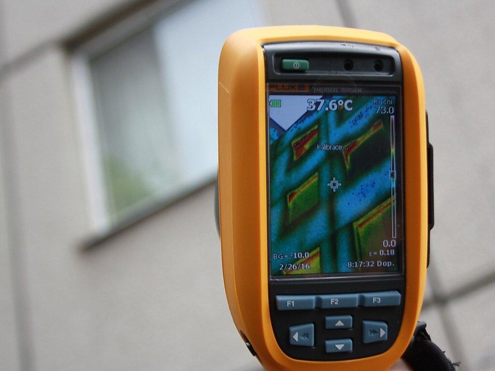 Měření úniků tepla pomocí termokamery.