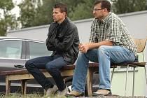 Jan Wolf (vpravo) při sledování dorosteneckého zápasu.