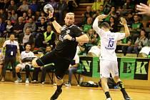 Václav Franc (s míčem) si Karvinou vybral i pro zápasy v pohárové Evropě.
