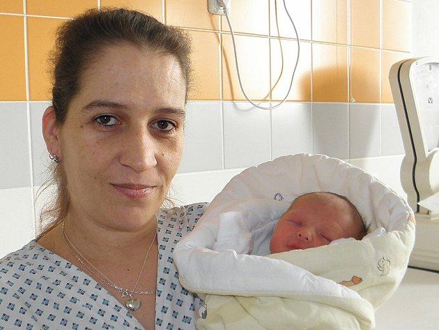 Vojtíšek Mravík se narodil 22. března paní Dáši Dymaszové z Karviné. Po porodu miminko vážilo 2490 g a měřilo 46 cm.