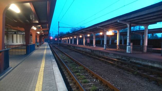 Nástupiště karvinského vlakového nádraží.