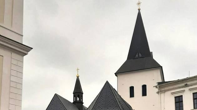 Ilustrační foto. Pohled na karvinský kostel Povýšení sv. kříže.