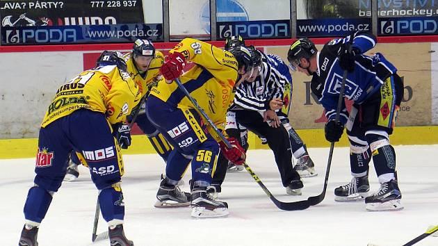 Havířov (v modrém) prohrál doma se Šumperkem.