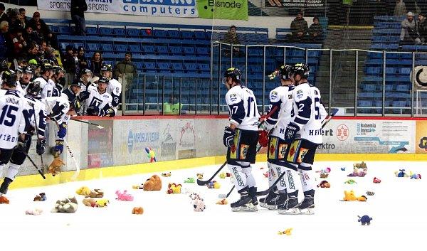 Havířovští hokejisté (vbílém) hladce porazili Benátky.