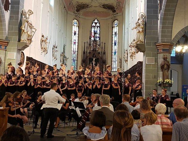 Koncertní sbor permoník při letošním vystoupení vněmecké Kostnici.