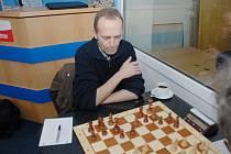 Lubomír Zimniok zvítězil proti Petru Pavlíkovi z Tatranu Litovel B a karviná v posledním kole soutěže vyhrála.