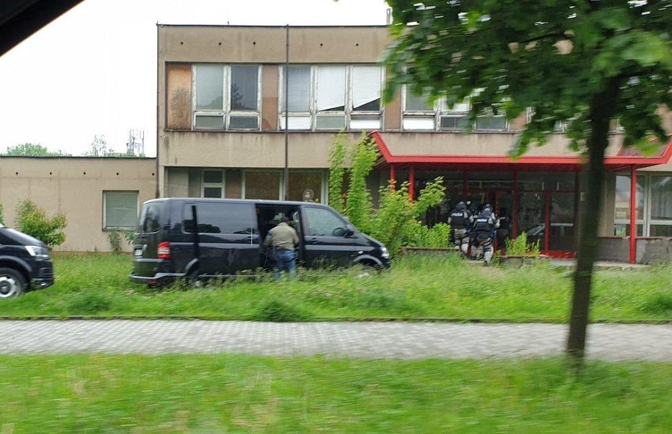 Cvičení zásahové jednotky v budově bývalé školy v Mánesově ulici v Havířově.