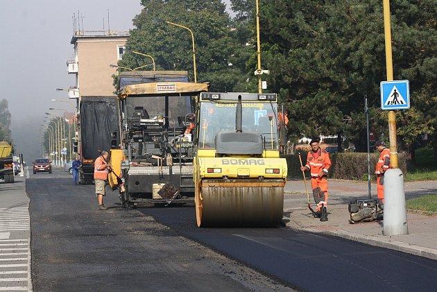 Oprava asfaltového povrchu ulice Na Nábřeží vHavířově.