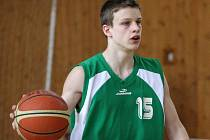 Mladí basketbalisté Karviné (na snímku Dalimil Morys) porazili oba soupeře.