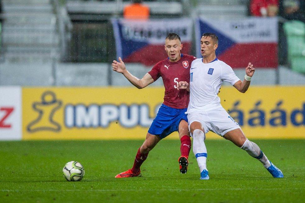 Mladí Češi (v červeném) remizovali s Řeckem 1:1.