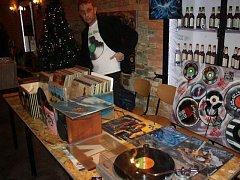 Milovníci zvuku vinylových desek z Česka i z Polska se v neděli sešli na polské straně Těšína na povedené burze vinylových desek.